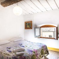 Room 6C is a single ne suite. It has a double bed, private bathroom and it has a view onto the Piazetta as well.